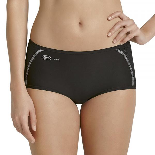 Anita Sport-Panty am Modell in der Vorderansicht in Farbe schwarz