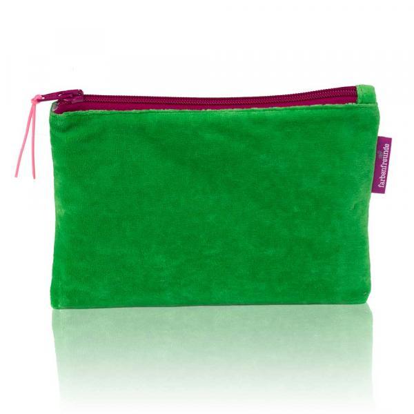 Kleine schmucke Tasche von Farbenfreunde in der Farbe Grün