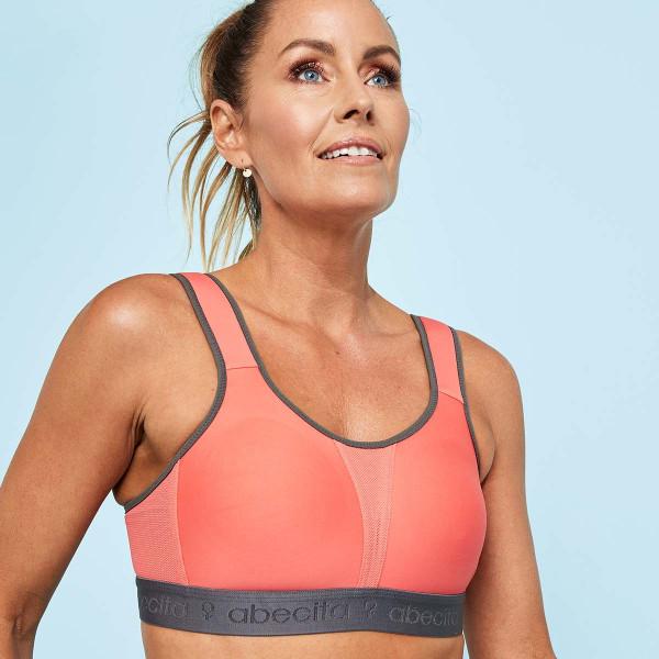Abecita Sport-BH Kimberly in Farbe Pink am Modell in der Vorderansicht