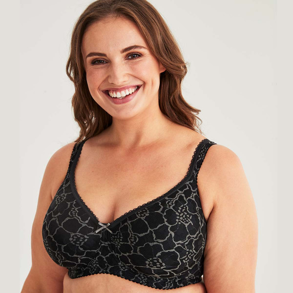 Swegmark BH mit Bügel Modell Lace Shape in Farbe Schwarz am Modell